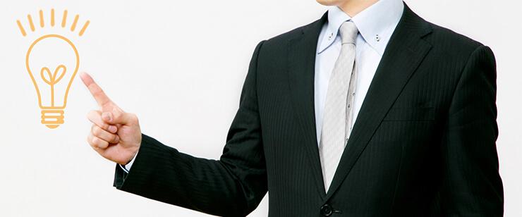 弁護士と司法書士の違いを解説する男性イメージ