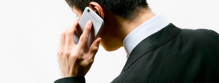 返済遅れの電話をしているイメージ画像